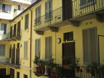 Milano - via Corsico: particolare facciata